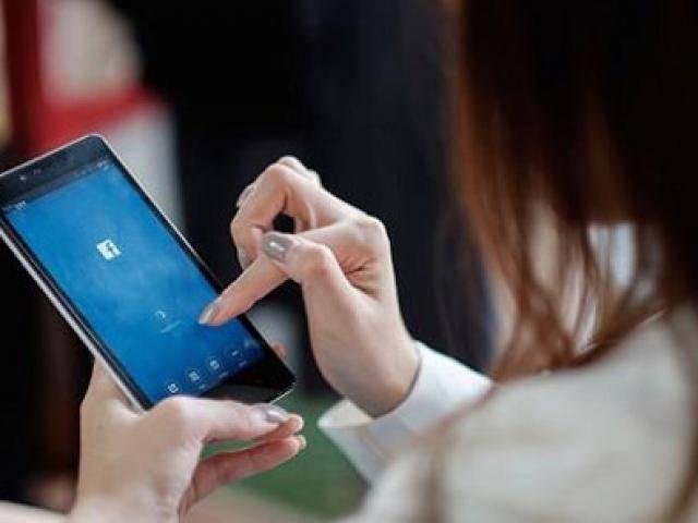Giới trẻ liên tiếp nhập viện do nghiện facebook, bác sĩ chỉ ra những dấu hiệu cần đi khám ngay