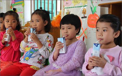 Sua hoc duong: Dung vi canh tranh ma quen quyen loi con tre