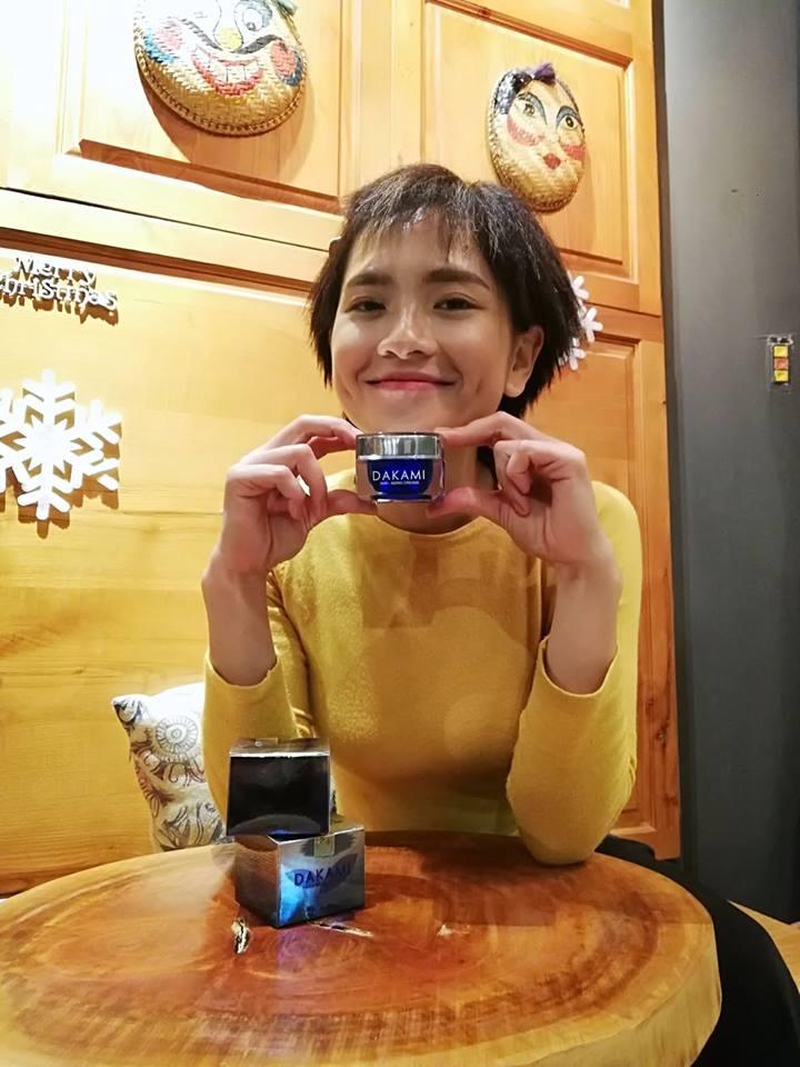 Diễn viên Hoàng Mai Anh hach hang su dung kem duong da dakami 1